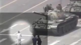 【六四坦克压人?】性感王维林对着坦克射精自慰被朋友带走 原版视频