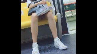 地铁抄底偷拍学生妹6「完整视频下载shenshibu.cc」